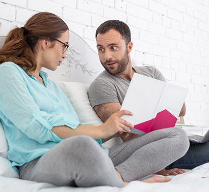 pregnant-woman-discussing-with-husband