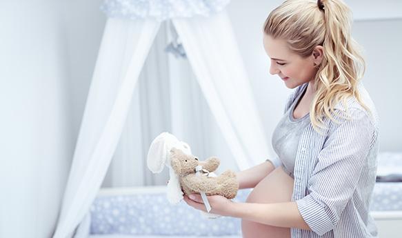 pregant-mother-in-children-room