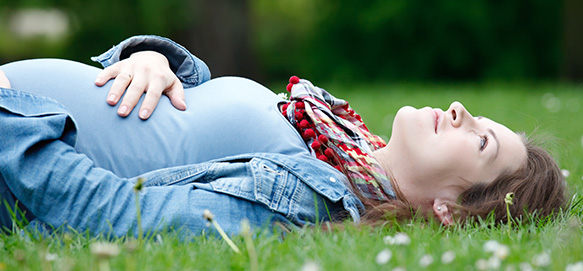 pregnant-woman-relaxing-2