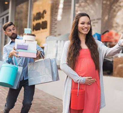 pregnant-woman-shopping-1
