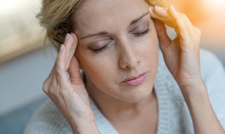 Жена с мигрена