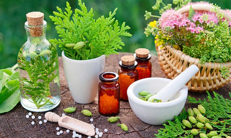Природни съставки, хомеопатия, шишенца пълни с глобули