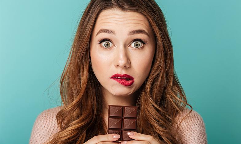 Жена яде шоколад