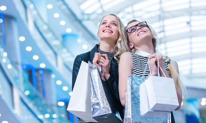 Момичета на шопинг