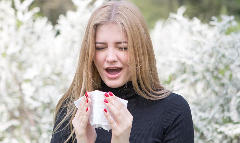 Момиче със сенна хрема