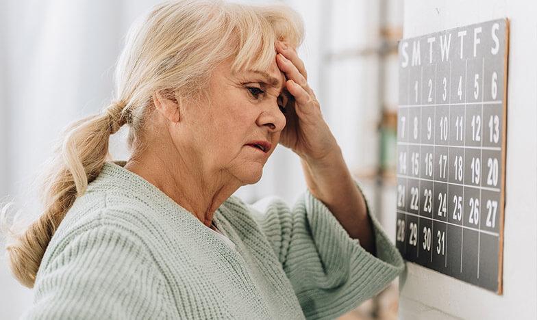 Въздрастна жена с деменция