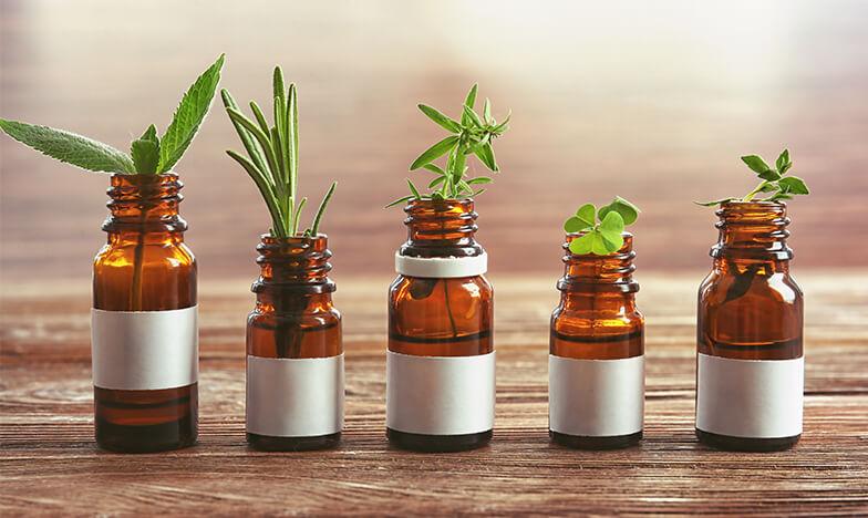 Шишенца с билки, хомеопатия