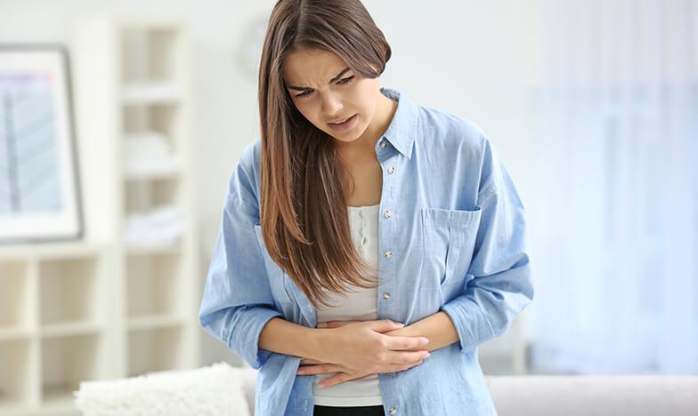 Момиче с болки в яйчниците