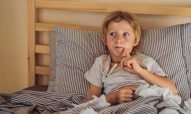 Дете в леглото с хрема