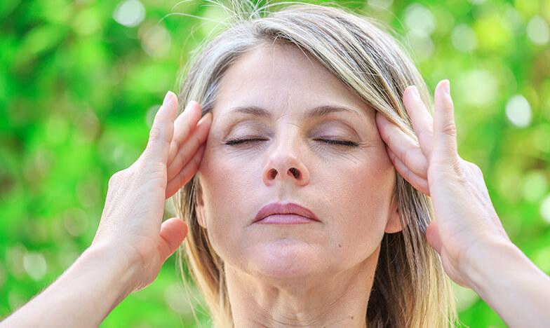 Жена с главоболие от стрес