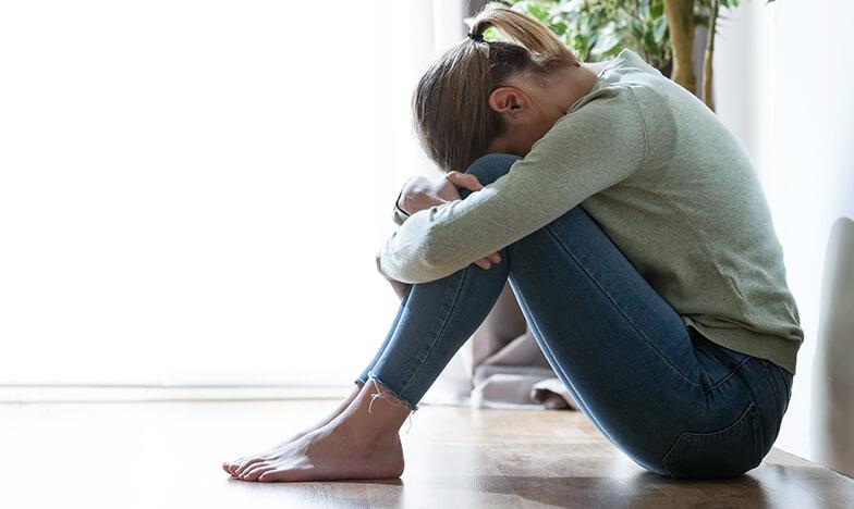 Жена с алергия, която е в депресия