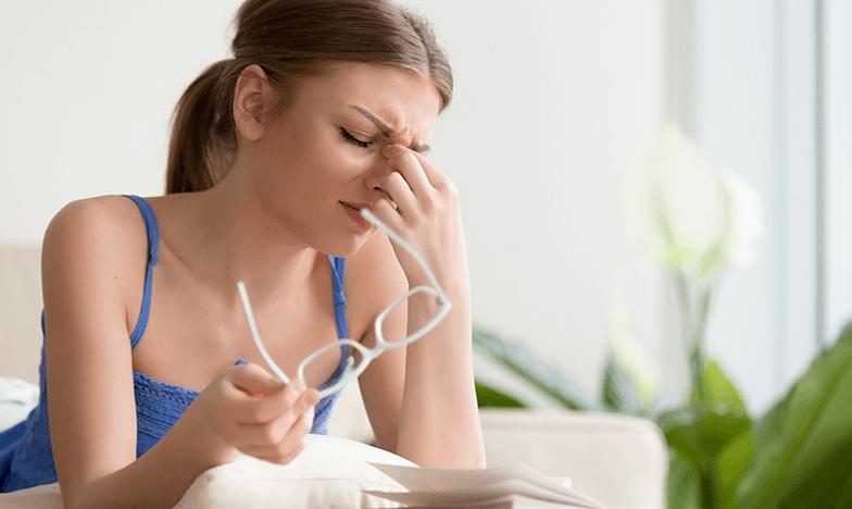 Жена с главоболие през първи ден на работа след ваканция