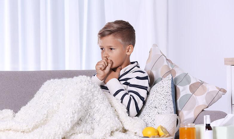 Дете, което кашля заради задна хрема